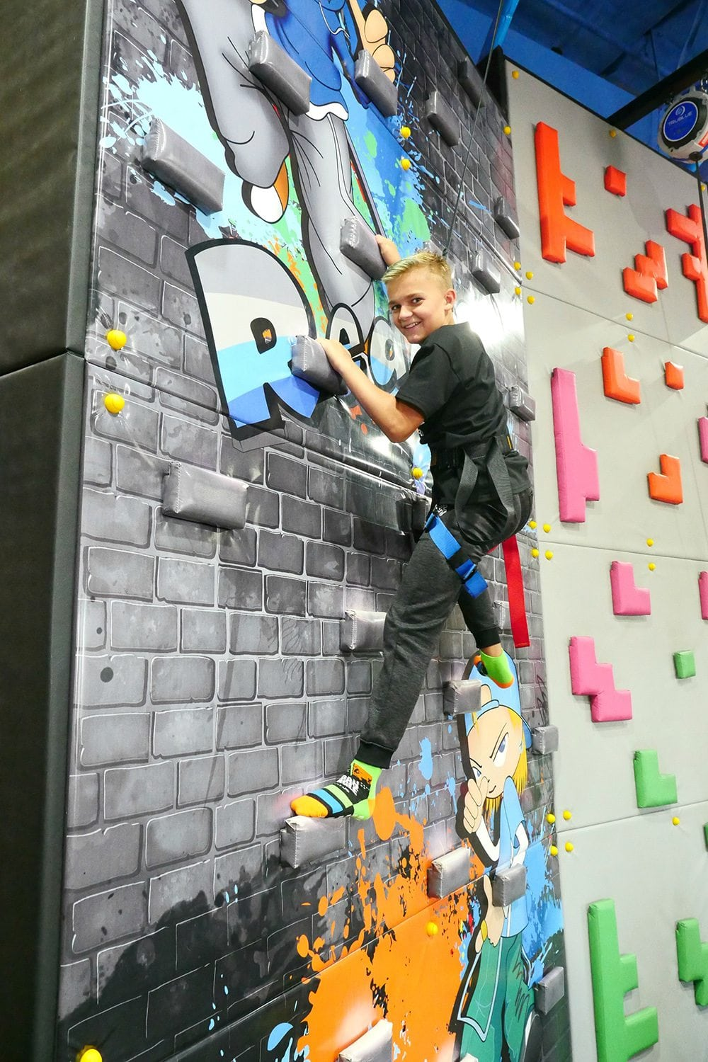 indoor-rock-climbing-for-kids-henderson-uptown-jungle-fun-park